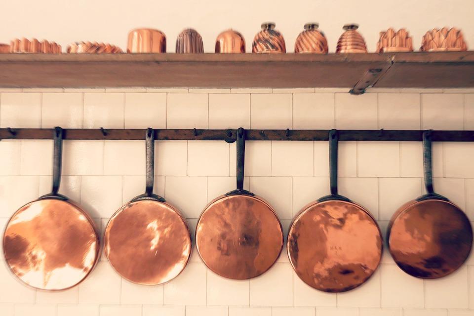 Cuisiner dans une casserole en cuivre - Ustensile de cuisine en cuivre ...